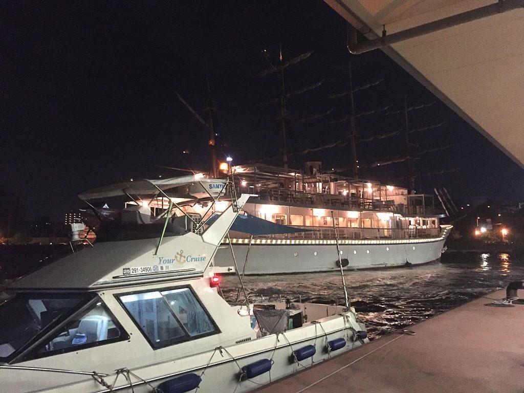 夜の帆船日本丸