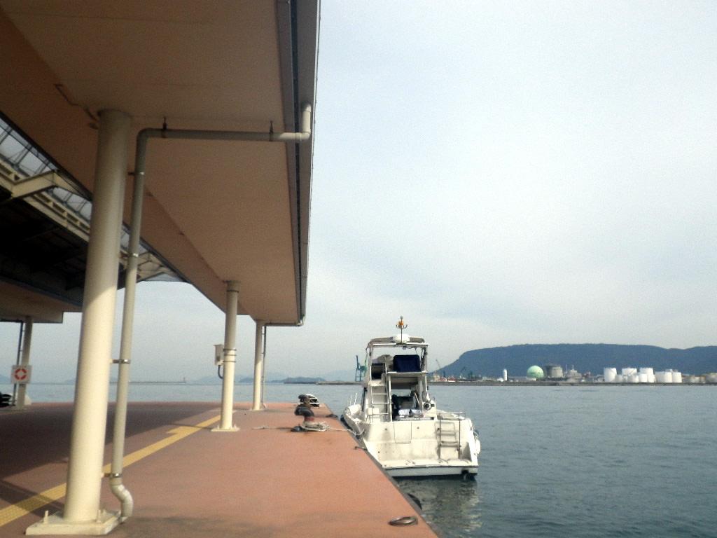 高松港から散骨