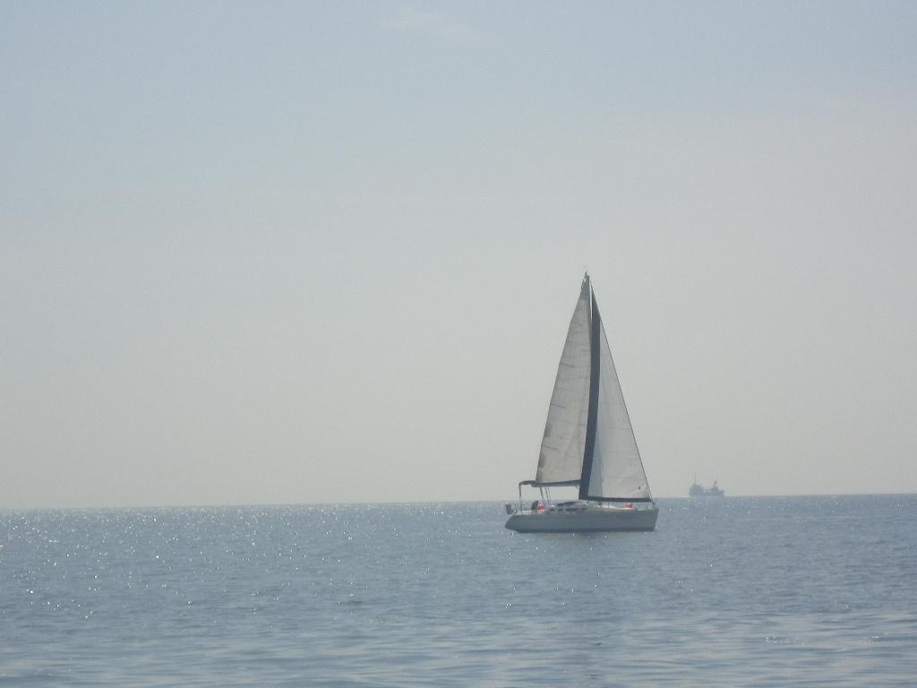 心配していたお天気は快晴とまではいかないが、風、波とも穏やか、のクルージング日和。